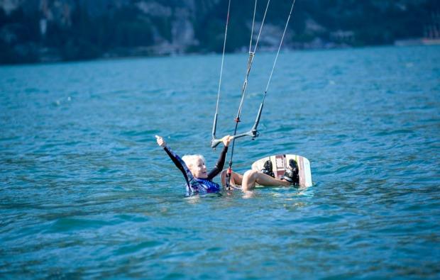 aktivurlaub-im-wasser-brenzone-kitesurfen
