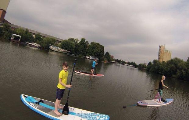 stand-up-paddling-in-duisburg-spass-im-wasser