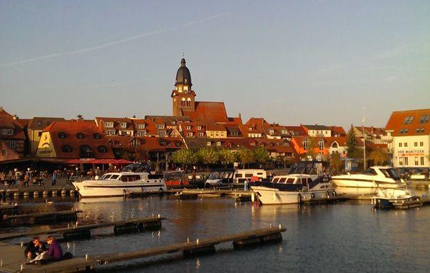 motorboot-fahren-sportbootfuehrerschein-theorie-und-praxis