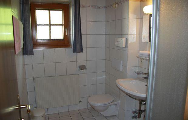 zauberhafte-unterkuenfte-tux-badezimmer