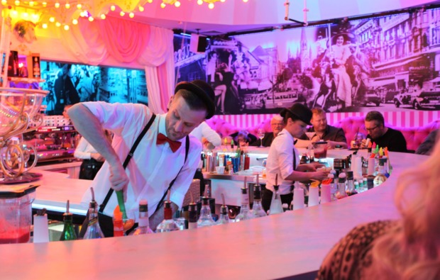 dinner-variete-berlin-barkeeper