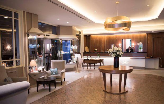 candle-light-dinner-fuer-zwei-berlin-hotel-mondial-empfang