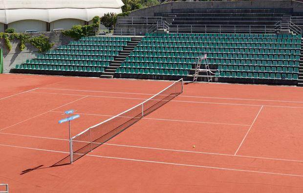 romantikwochenende-chavannes-de-bogis-tennisplatz