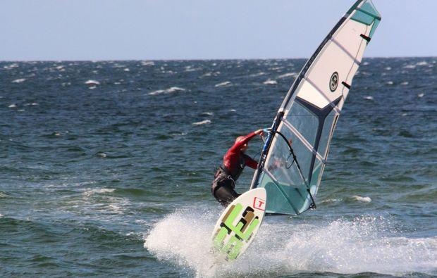 windsurf-schnupperkurs-schwedeneck-surendorf-surfen