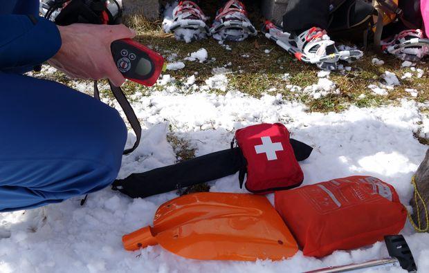 schneeschuh-wanderung-reit-im-winkel-ausruestung