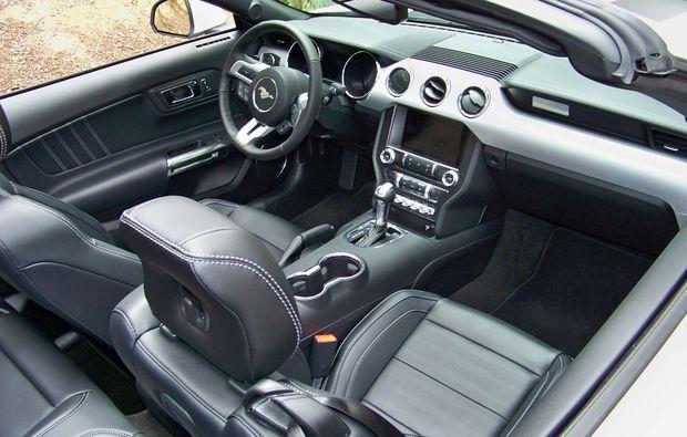 ford-mustang-wochenende-limburg-cockpit
