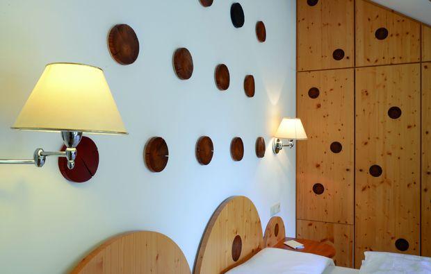 kuschelwochenende-san-candido-im-pustertal-schlafzimmer