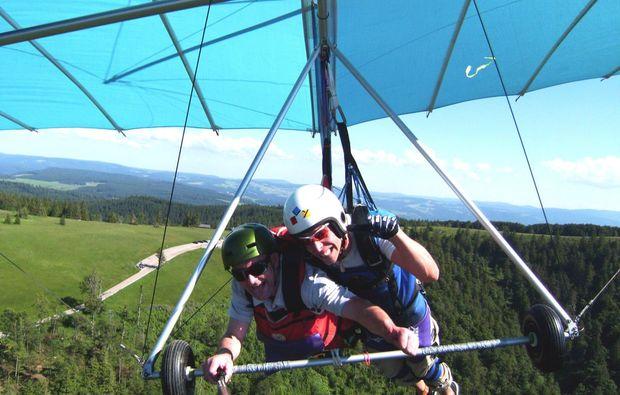 gleitschirm-tandemflug-waldkirch-freizeit