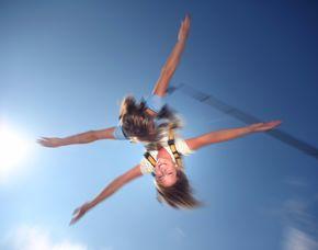 Tandem-Bungee Jumping über Wasser von einem 50 Meter hohen Kran am Großkrotzenburger See