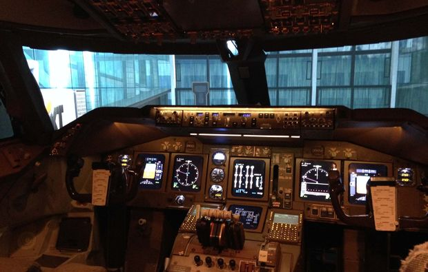 flugsimulator-boeing-747-koeln-flugkabine
