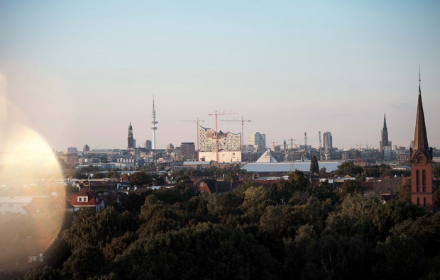 uebernachtung-cube-hamburg-skyline