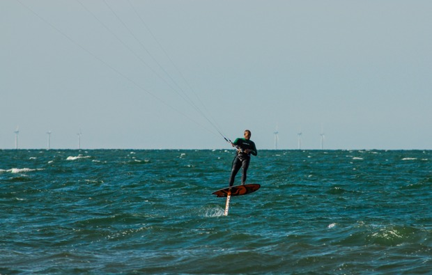 hydrofoil-kitesurfkurs-zingst-erlebnis