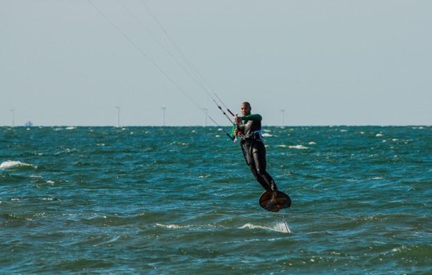 hydrofoil-kitesurfkurs-zingst-sprung