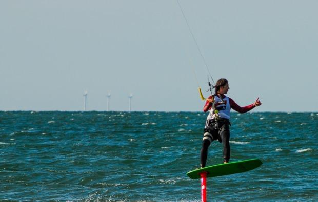 hydrofoil-kitesurfkurs-zingst-wasserspass