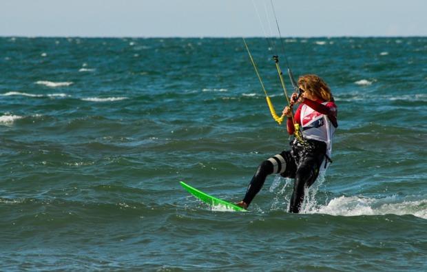 hydrofoil-kitesurfkurs-zingst-wellen