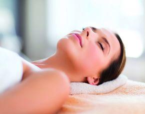 Schönheitsprogramm für Sie Gesichtsbehandlung, Handmassage, Ganzkörpermassage