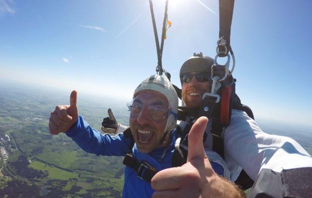 erlebnis-fallschirm-tandemsprung-ailertchen