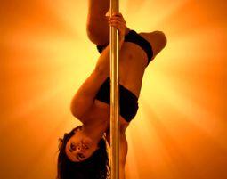 Pole-Dance-Workshop - 1 Stunde Professioneller Pole-Dance-Workshop für Frauen