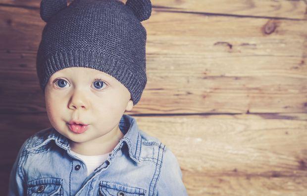 kinder-fotoshooting-duisburg-kleinkind-beim-shooten
