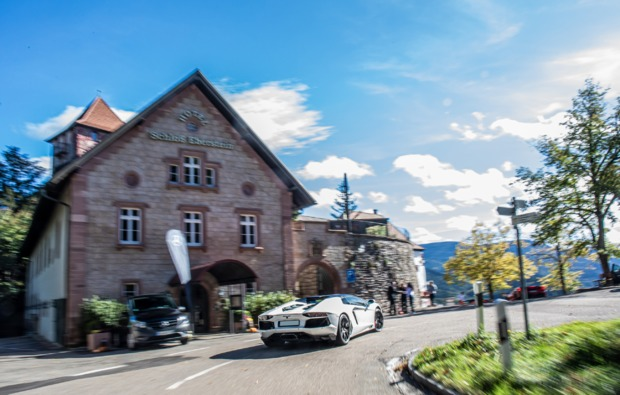 supersportwagen-auf-der-strasse-fahren-boeblingen-bg4
