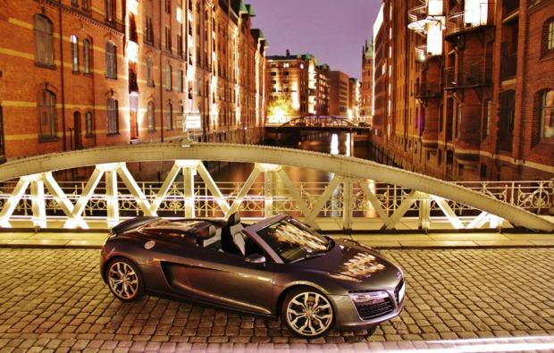 audi-r8-fahren-fuessen-cabrio