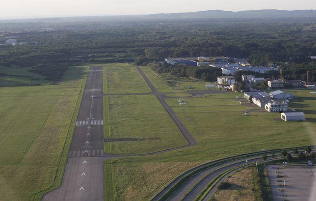 flugzeug-rundflug-freiburg-landebahn