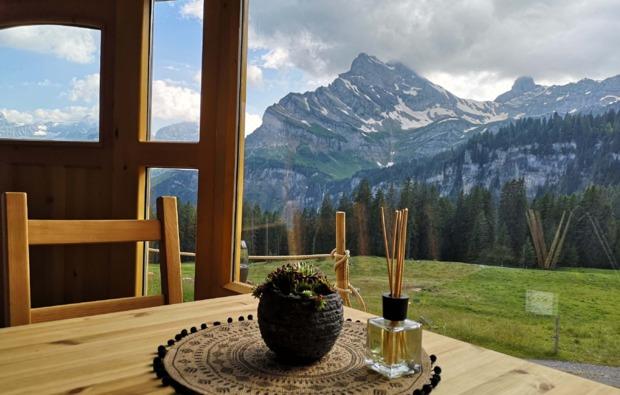 jurte-uebernachtung-braunwald-bergblick