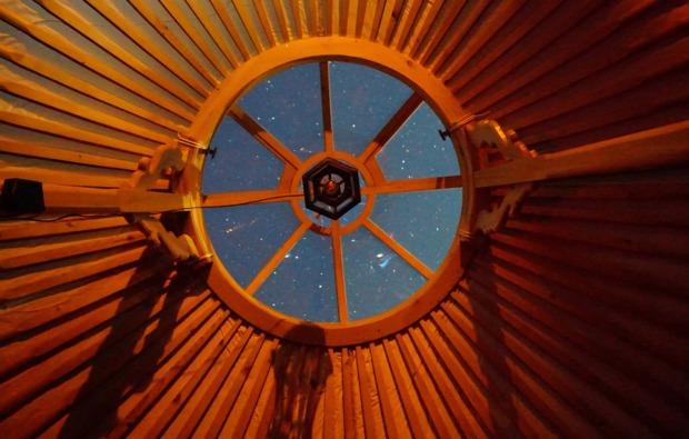 jurte-uebernachtung-braunwald-sternenhimmel
