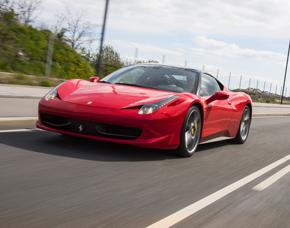 Supersportwagen auf der Straße...