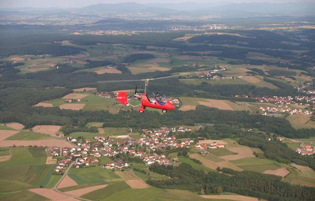 tragschrauber-rundflug-straubing-gyrocopter-rot-landschaftsblick-2