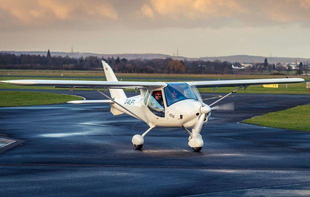 flugzeug-selber-fliegen-riesa-landebahn