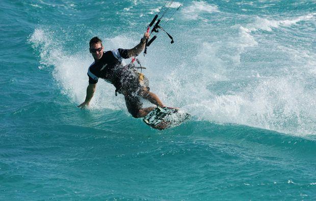 kitesurf-schnupperkurs-schubystrand-damp-surfen-lernen