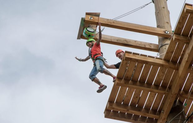 hochseilgarten-sky-jump-flying-fox-muenchen-sprung