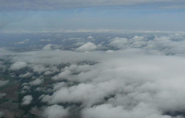 flugzeug-selber-fliegen-freiburg-breisgau-wolken