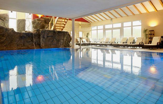 wellnesshotel-lauda-koenigshofen-schwimmbad