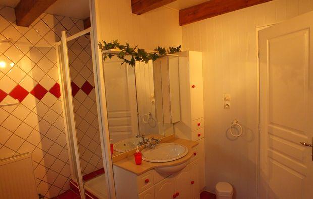 wohnwagen-uebernachtung-xertigny-dusche