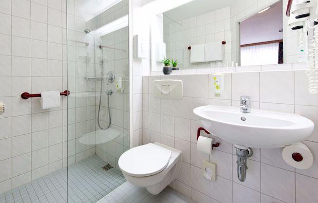 kurzurlaub-bretten-badezimmer