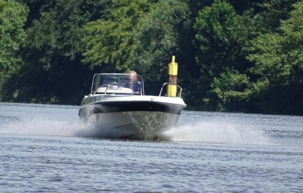 motorboot-fahren-hettstedt-fahrt