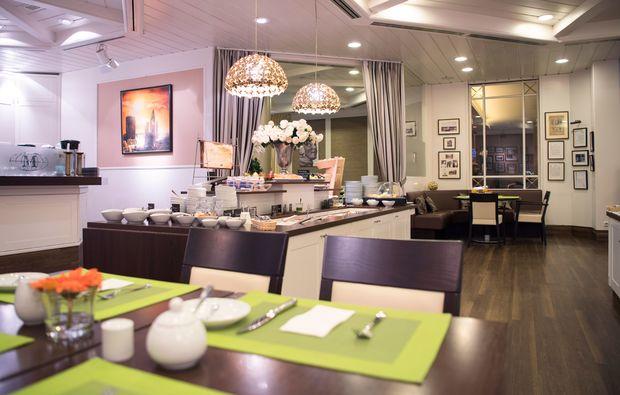 traumtag-fuer-zwei-berlin-fruehstueck-hotel-mondial-fruehstuecksraum