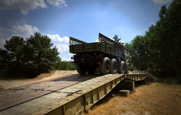 truck-fahren-mahlwinkel-bruecke