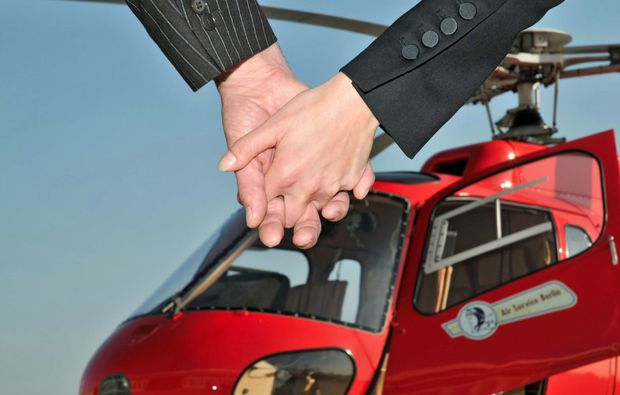 hubschrauberrundflug-berlin-city-tour-20-minuten-premium-paket-schoenefeld-propeller