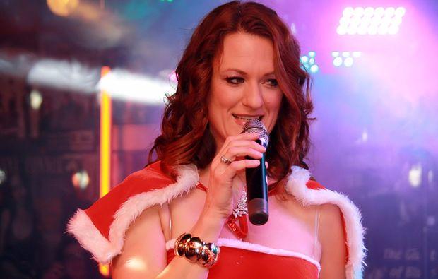 hamm-weihnachtsdinner-saengerin