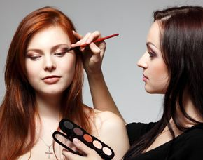 Make up Beratung - Filiale Gera Arcaden - Gera Augenbrauenstyling, Make-up Pass