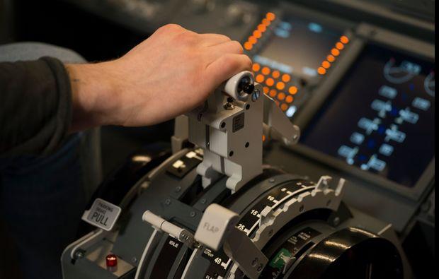 traumtag-fuer-zwei-berlin-flugsimulator-boeing-startbg5