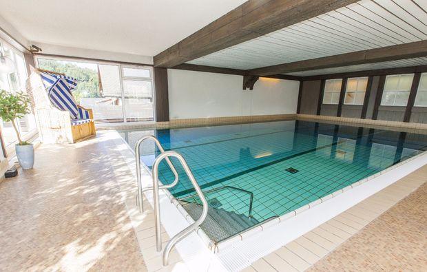 romantikwochenende-schmallenberg-pool
