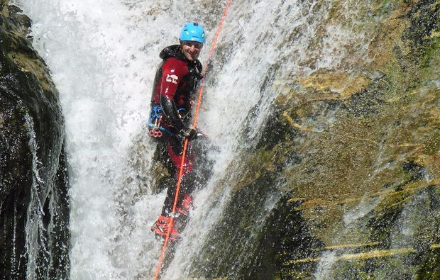 canyoning-tour-sonfhofen-felswand-wasser