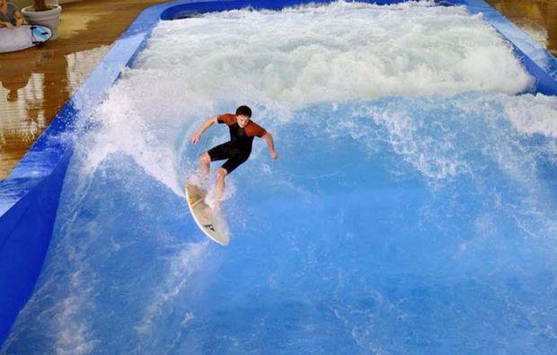 indoor-surfen-muenchen-taufkirchen-welle