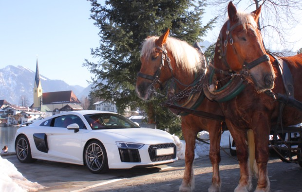 supersportwagen-auf-der-strasse-fahren-muenchen-bg2