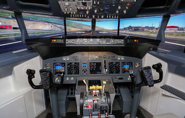 flugsimulator-boeing-hamburg-cockpit