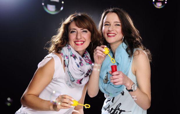 bestfriends-fotoshooting-karlsruhe-seifenblasen